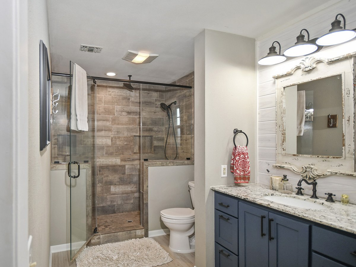 Real Estate Photography of Bath room