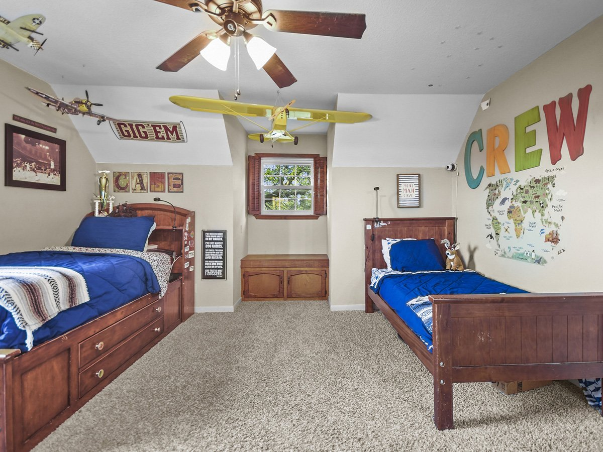 Real Estate Photography of boys bedroom